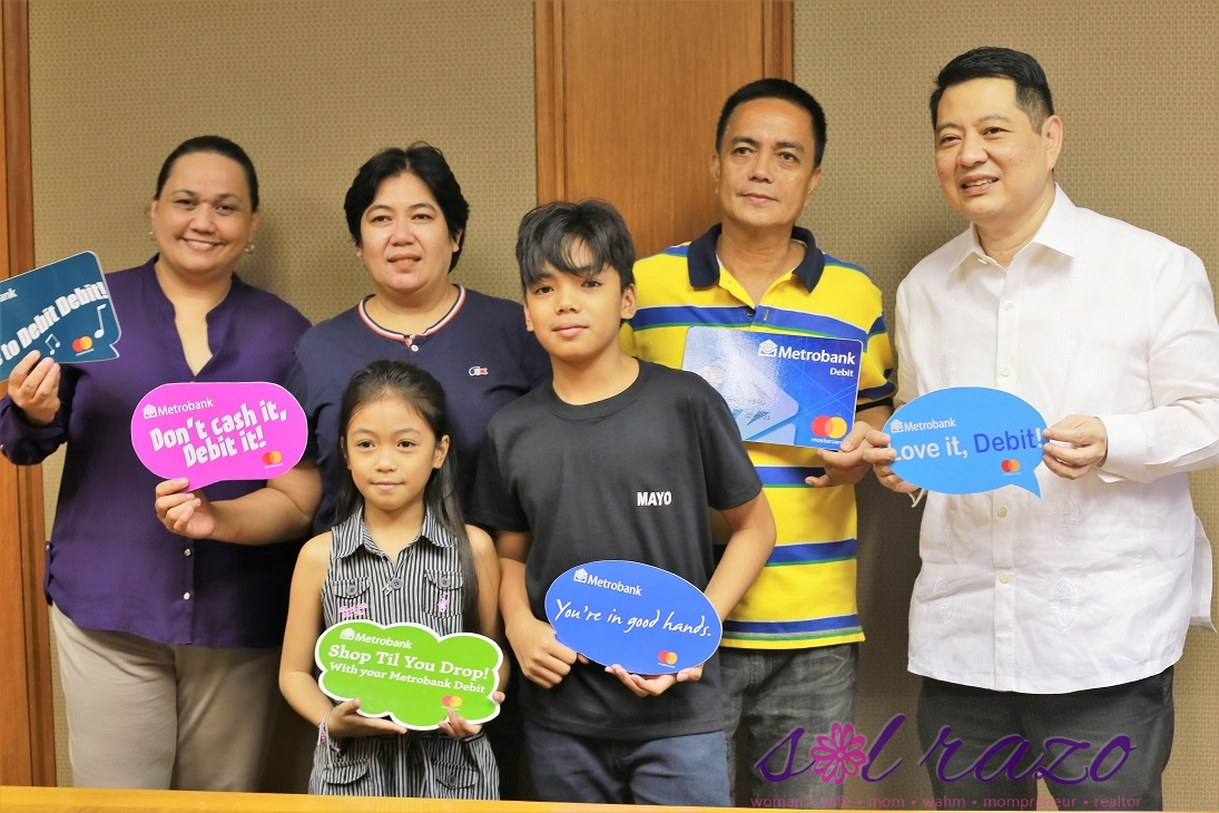 A family of four won the Metrobank Debit and Prepaid Mastercard Singapore Promo