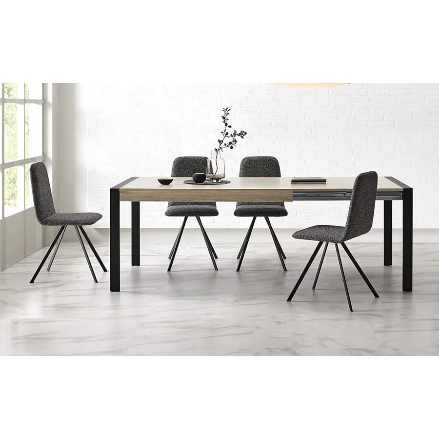 Oak_extensible_dining_table