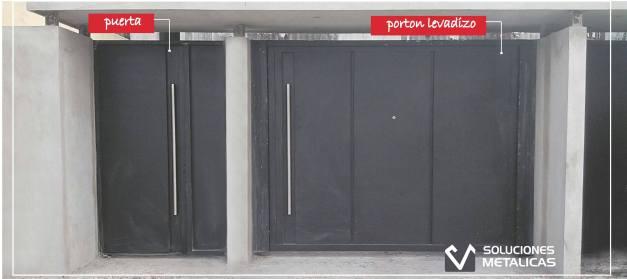 Porton levadizo y puerta y media