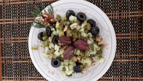 Fitness salade de concombre et cornichon