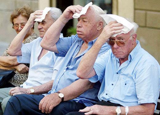 Come proteggere le persone anziane dal caldo