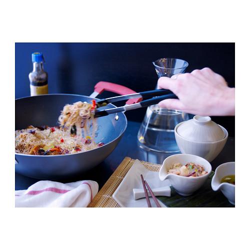 Come usare le pinze in cucina