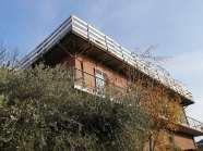 DBS: soluzione di isolamento sotto lastra metallica su edificio residenziale