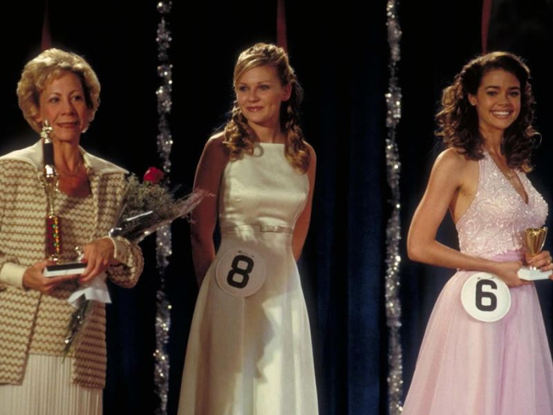 Mindy Sterling, Kirsten Dunst, and Denise Richards in Drop Dead Gorgeous.