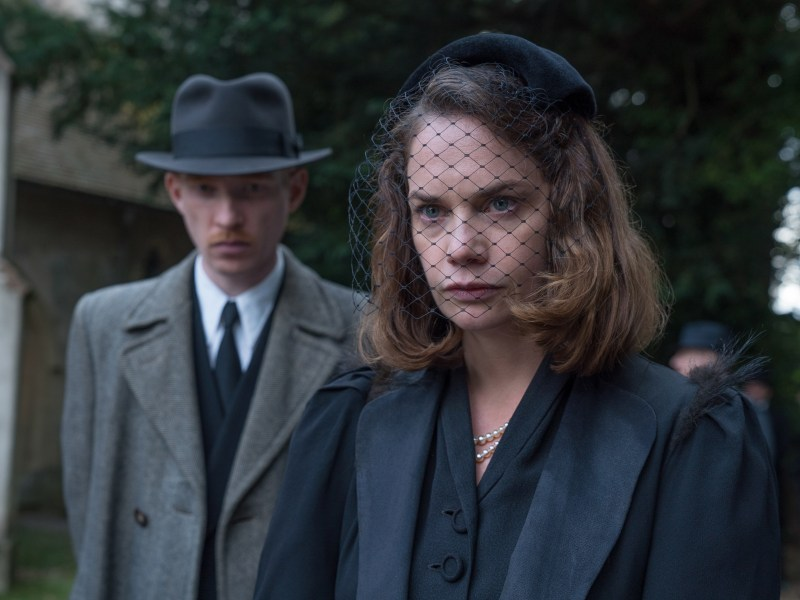 "Domhnall Gleeson (left) stars as ""Dr. Faraday"" and Ruth Wilson (right) stars as ""Caroline Ayres"" in director Lenny Abrahamson's THE LITTLE STRANGER, a Focus Features release."