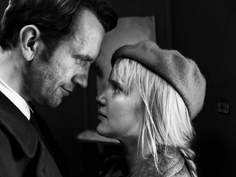 "Tomasz Kot as Wiktor Warski and Joanna Kulig as Zuzanna ""Zula"" Lichoń in Paweł Pawlikowski's Cold War."