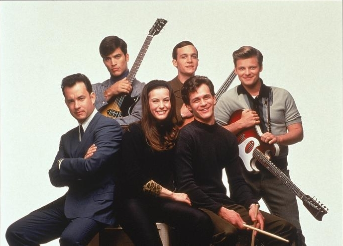 L-R: Tom Hanks, Johnathon Schaech, Liv Tyler, Ethan Embry, Tom Everett Scott, and Steve Zahn in That Thing You Do! (1996).