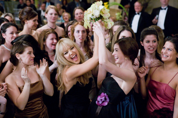 Liv (Kate Hudson, left) and Emma (Anne Hathaway) delight in catching the bouquet at a friend's wedding in Bride Wars.
