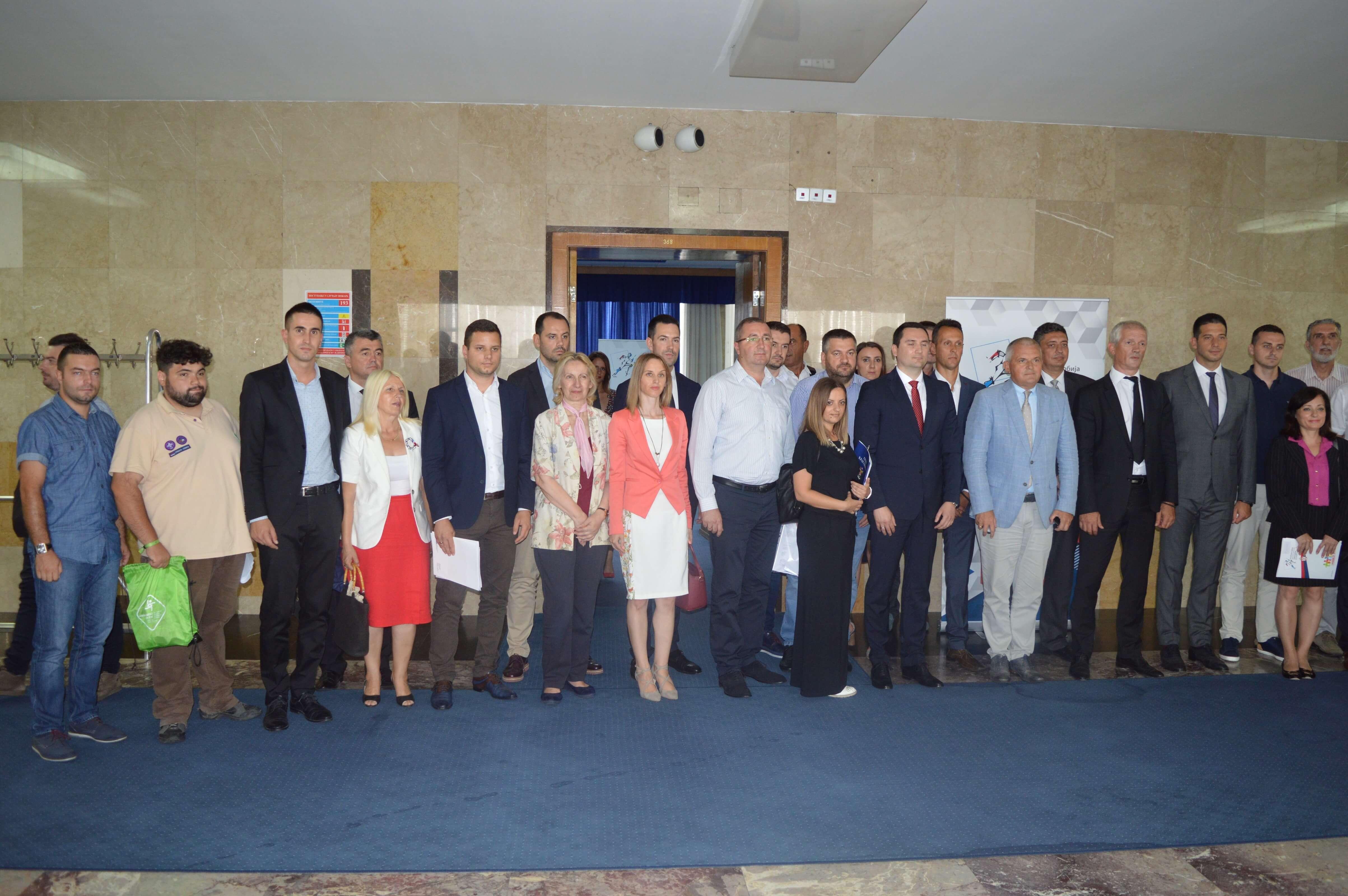 Потписници уговора по конкурсу за подршку јединицама локалне самоуправе у спровођењу омладинске политике на локалном нивоу