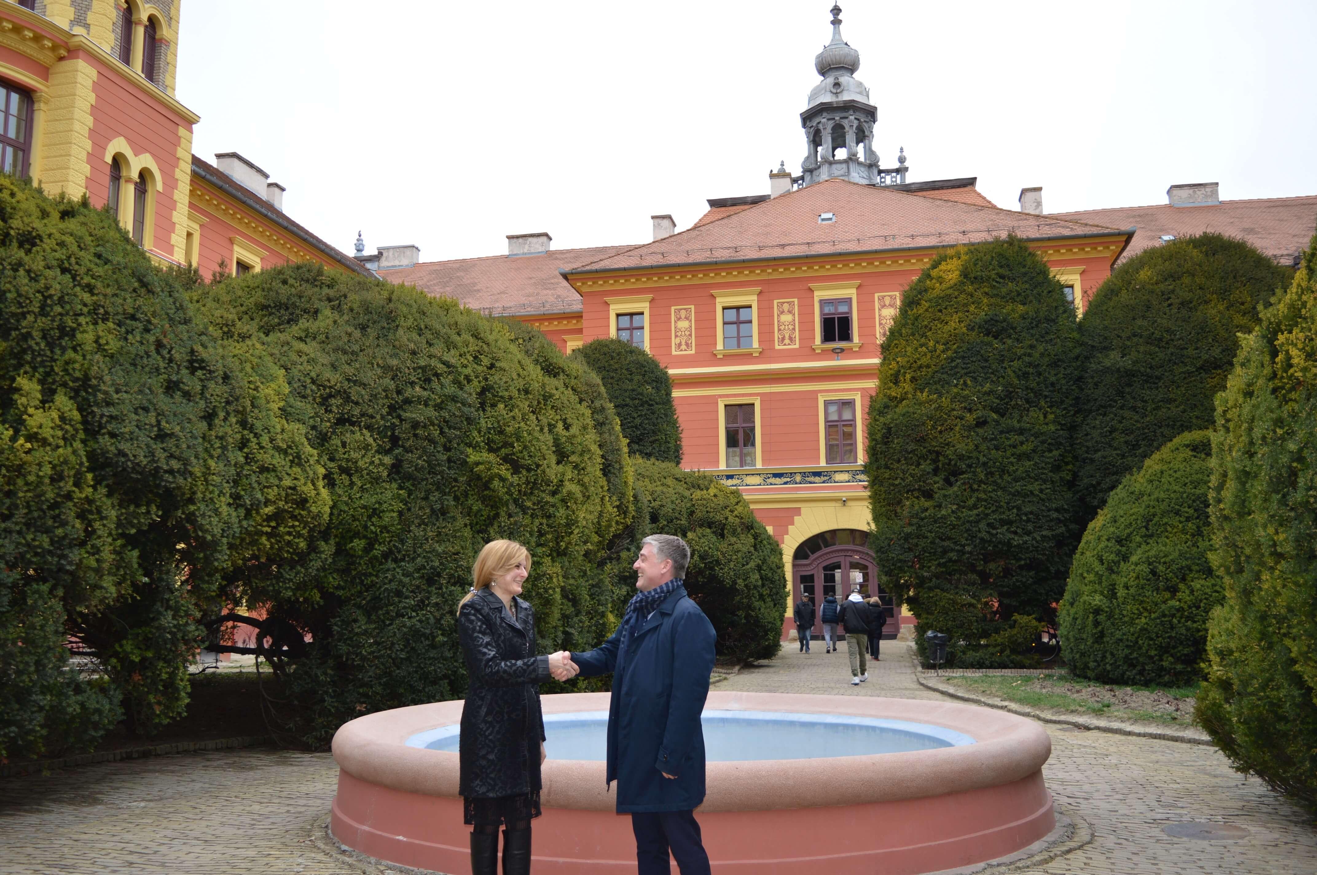 Градоначелница Сомбора Душанка Голубовић и шеф канцеларије Савета Европе у Београду Тобиас Флесенкемпер