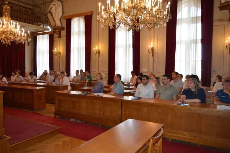 Присутни су имали прилику да се упознају са основним појмовима и правилима Унутрашњег узбуњивања на националном и локалном нивоу