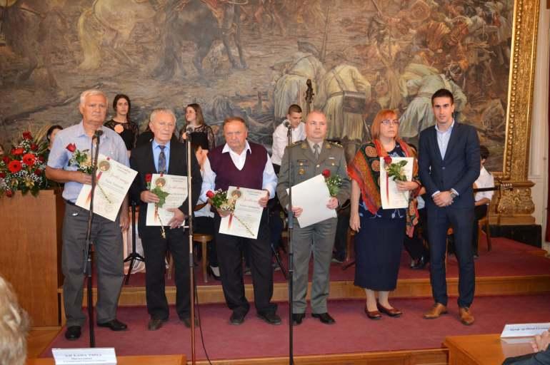 Заменик градоначелнице града Сомбора Антонио Ратковић уручио је захвалнице за активан допринос очувању успомене на жртве Другог светског рата и ослобођење Сомбора 21. октобра 1944. године