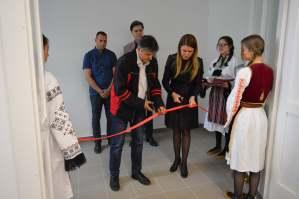 Градоначелница Душанка Голубовић и председник Савета месне заједнице Симо Марковић званично су отворили Дом културе у Гакову