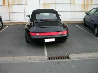 une porsche très bien parkée