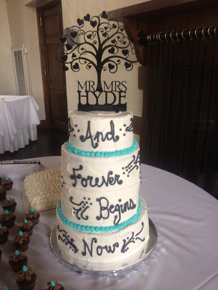 Holston Hills Country Club Hyde Wedding Cake Mini Cupcakes Groom's Cake