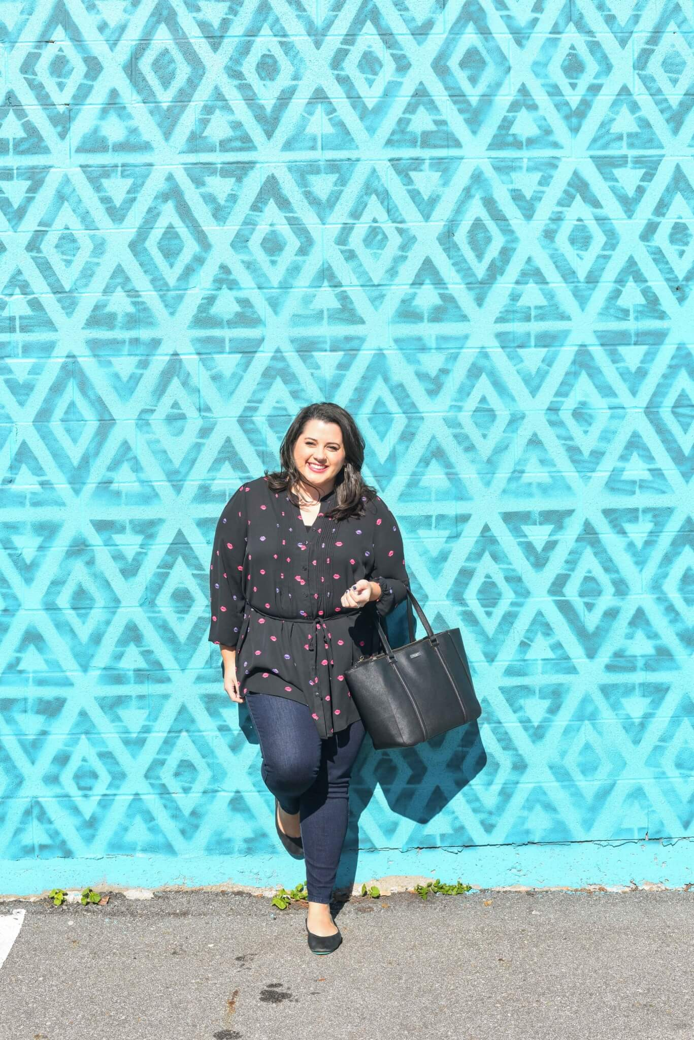 Stuck in a fashion rut? Why not make a Style resolution for the new year. This year, I am vowing to wear more sheer items and to embrace them. Curvy Style Blogger, Emily Bastedo from Something Gold, Something Blue is sharing an adorable lip print black sheer tunic and a pair of jeans as a perfect weekend look.