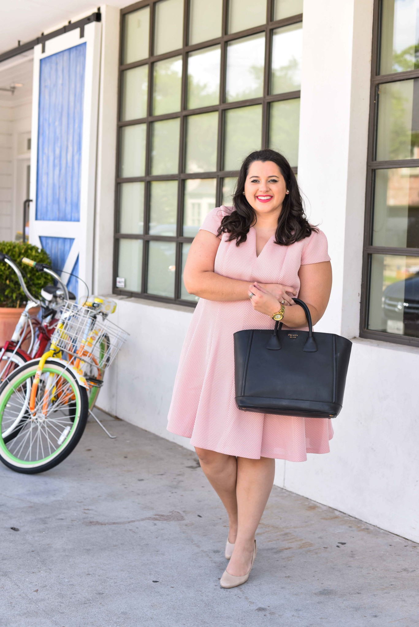 Finding the perfect Mother's Day gift can be tough, especially when it's last minute. I'm sharing 5 last minute Mother's Day gifts that will be sure to put a smile on your Mom's face. I'm also sharing the perfect Mother's Day brunch outfit. Curvy style, plus size style, fashion, Mother's Day outfit