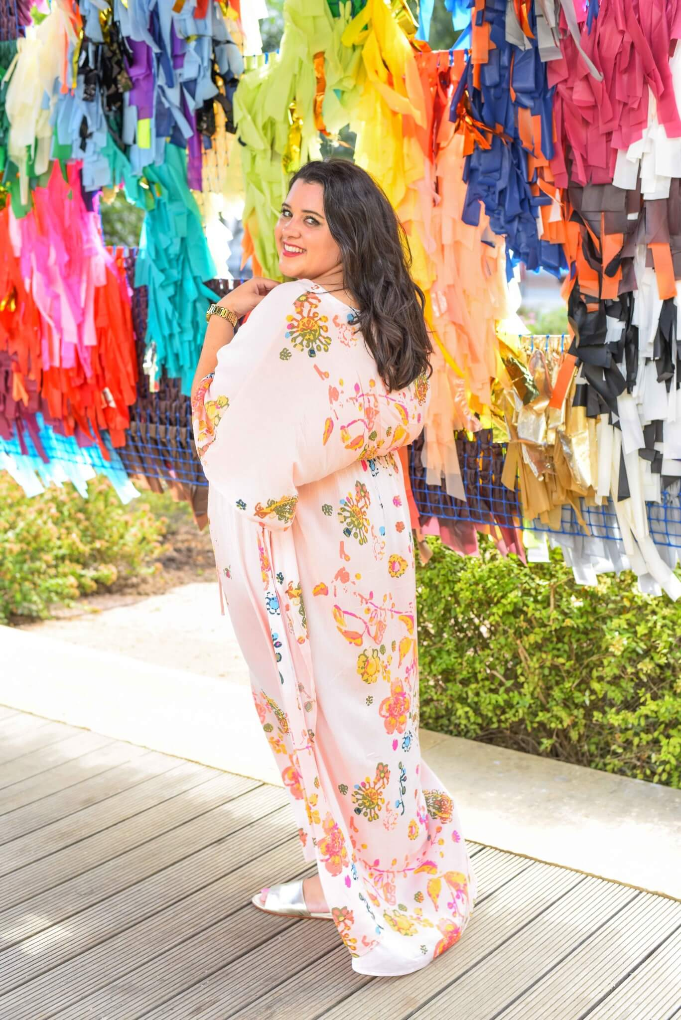 A fun, flirty maxi dress is perfect for a day time date (or day spent with friends) exploring new art installations. This plus size maxi dress from Melissa McCarthy Seven7 can be worn casually or glammed up for an evening out. #plussizefashion #bohemianfashion #curvystyle