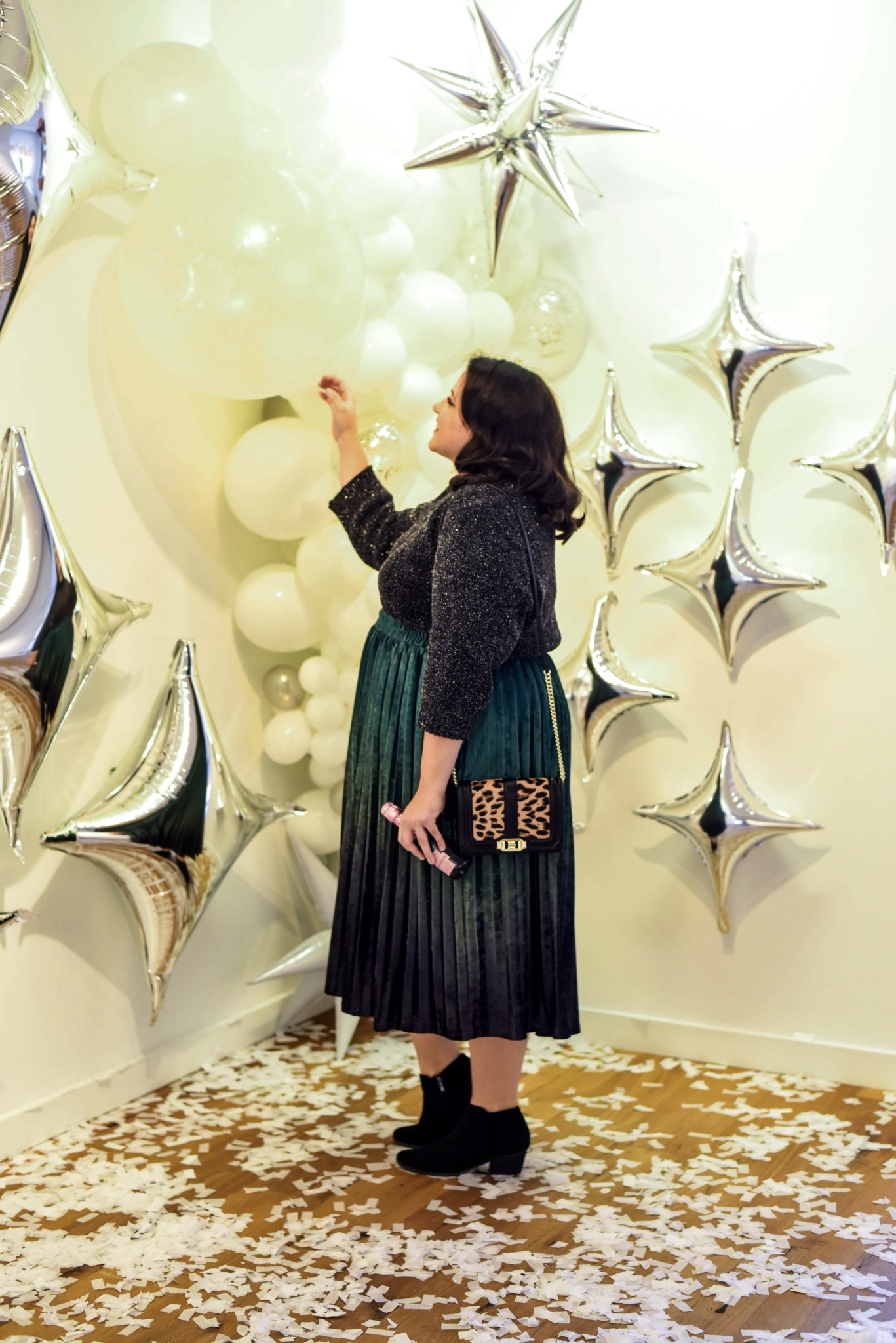 Celebrating New Year's Eve with lots of balloons, a comfortable and gorgeous outfit and a bit of champage