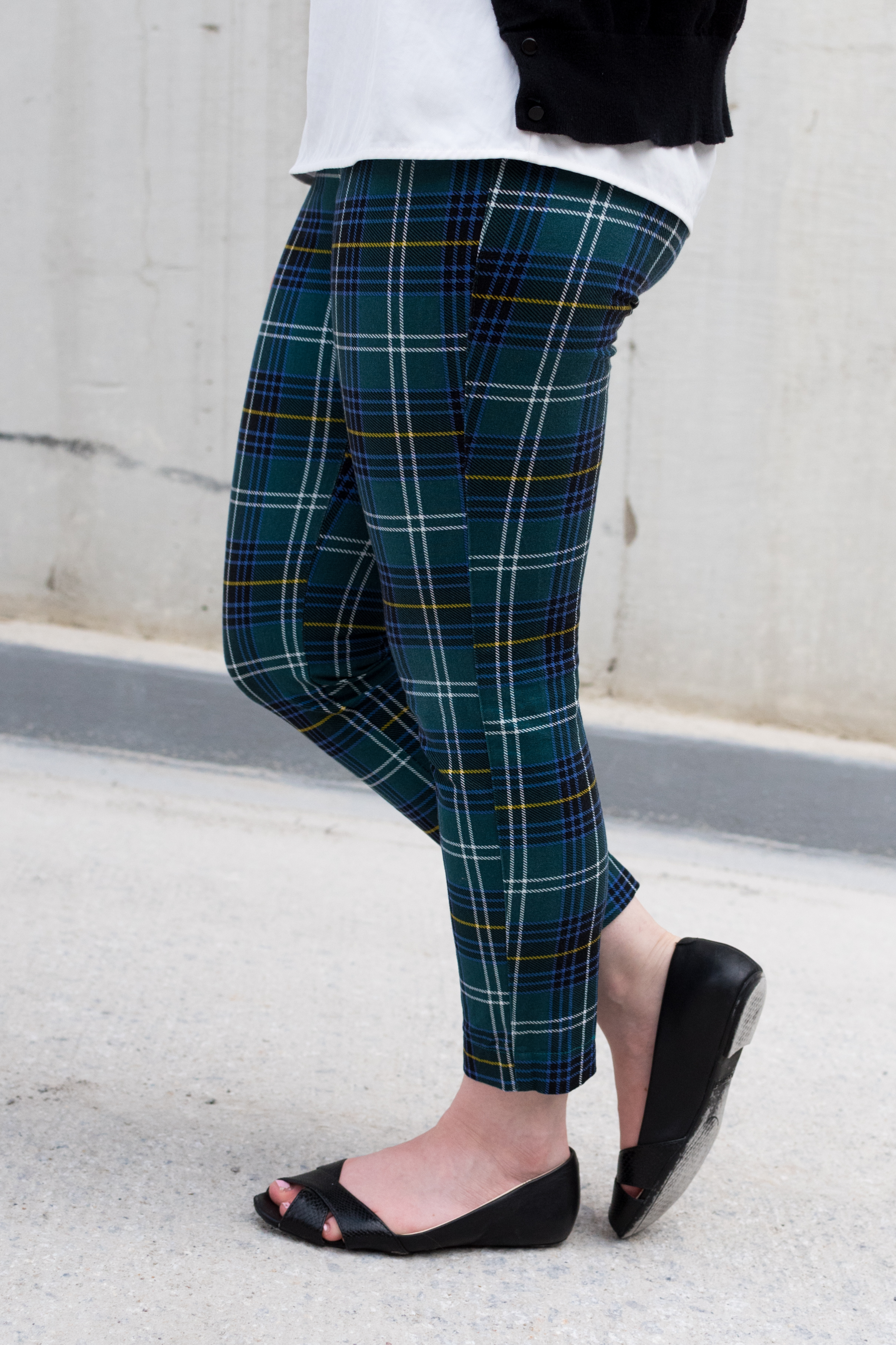 The Summer to Fall Transition | Something Good, @danaerinw , plaid pants, old navy plaid pants, women's fashion