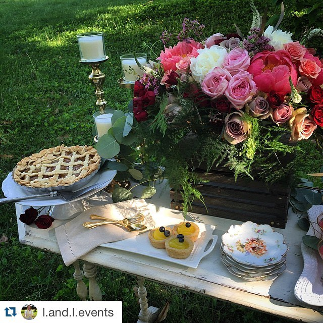 I could go for a slice of that pie about now from @l.and.l.events .  Who am I kidding? I can ALWAYS go for some , especially on some pretty vintage china.  #vintagerentals #svrbeauties #vintage #vintagechina #pie #desserts #wedding #weddinginspiration #dessertporn #dessertbar #yum