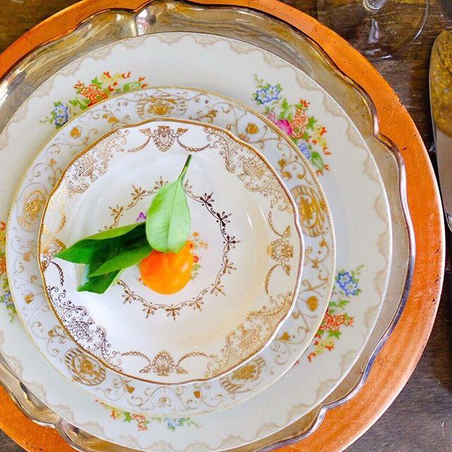 Mixed metallics?  Don't mind if I do! Thanks for the pretty kumquat @lafleurdujour!  || ?by @rodneybaileyphotojournalist_ #vintagerentals #vintage #weddings #eventstyling #weddingflorist #weddinginspo #boho #foodstyling #catering #weddings #dcwedding #vintageweddings #marylandwedding #floraldesign  #weddinginspiration #eventdecor #industrialwedding #vintagechina #copper #tablescapes #acreativedc #achicaffair
