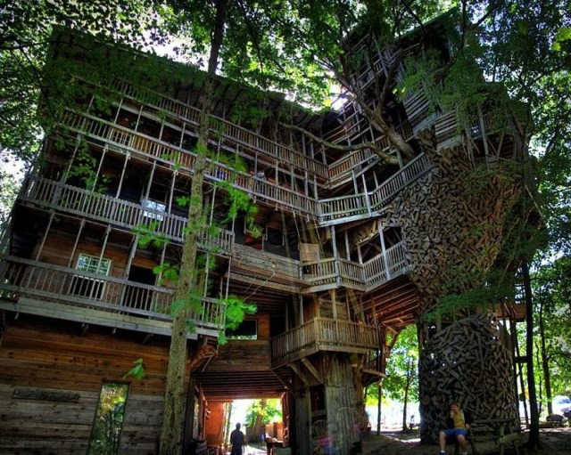 Whimsical-Treehouse-01