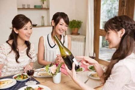 デートで差がつく!スクール、通信教育でワイン通に。