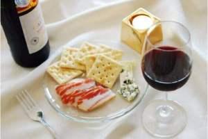 白ワインを使った簡単おつまみと地ワインで作るピーチ、イノシシのラグー