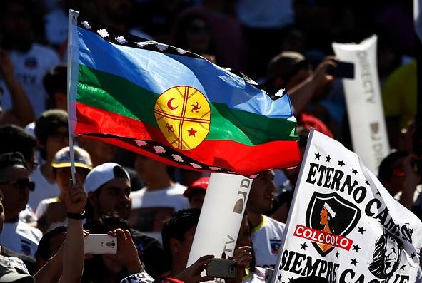 Bandera Mapuche Colo Colo / Imagen: Agencia UNO