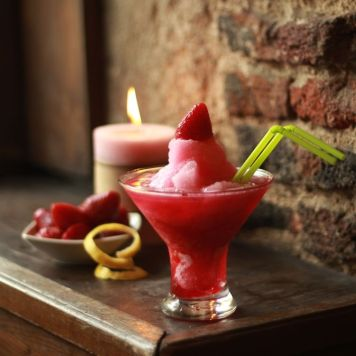 Strawberryfields: Daiquiri de fresas y frambuesa (sin alcohol)