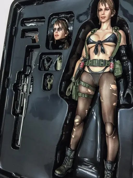 Quiet_Figura_completa_Metal_Gear