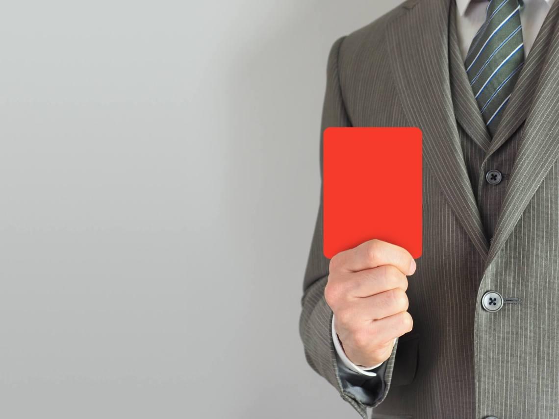 サッカー協会なのだから、直接的な大きな問題がなくても、ルール違反ならレッドカードが出る可能性があることを理解すべき。