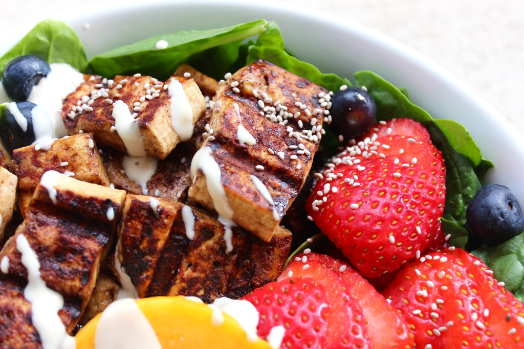 Breakfast Salad Bowl with Crispy Grilled Tofu (vegan + GF) | So Much Yum