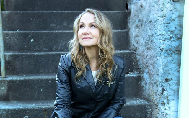 Joan Osborne by Jeff Fasano