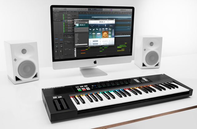 NI Komplete Kontrol with Komplete Select