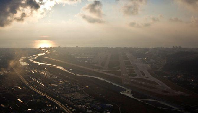 Imagem aérea do aeroporto no balneário de Sochi, na Rússia, de onde decolou o avião russo que caiu neste domingo (25) (Foto: REUTERS/Maxim Shemetov/Arquivo)