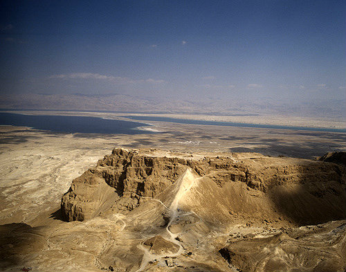 Resultado de imagem para Aerial view of Masada showing the Roman ramp.