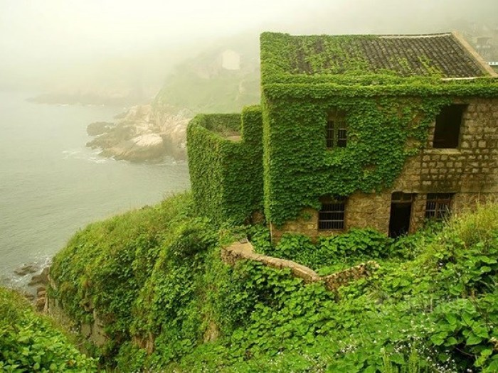 Places where nature overcame our civilization