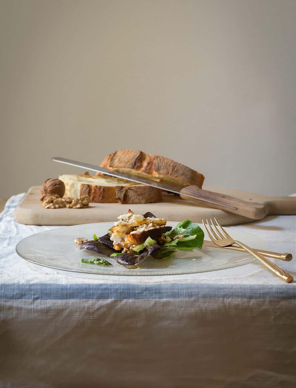 insalata di misticanza con crostini dorati