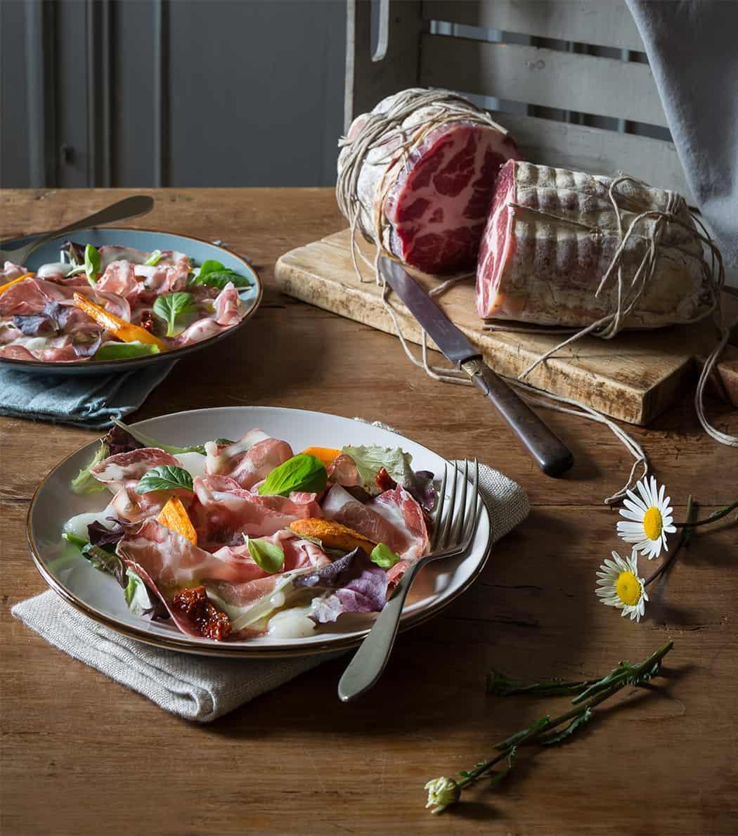 ricetta insalata con cipolle carote e coppa di Parma