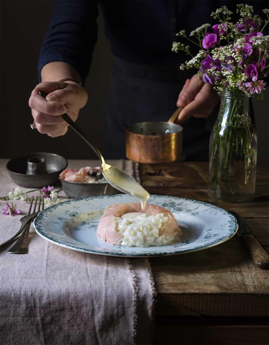 Savarin di riso con prosciutto cotto e fonduta di Parmigiano