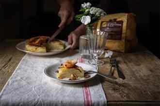 ricetta torta di patate con gamberi e cipolle