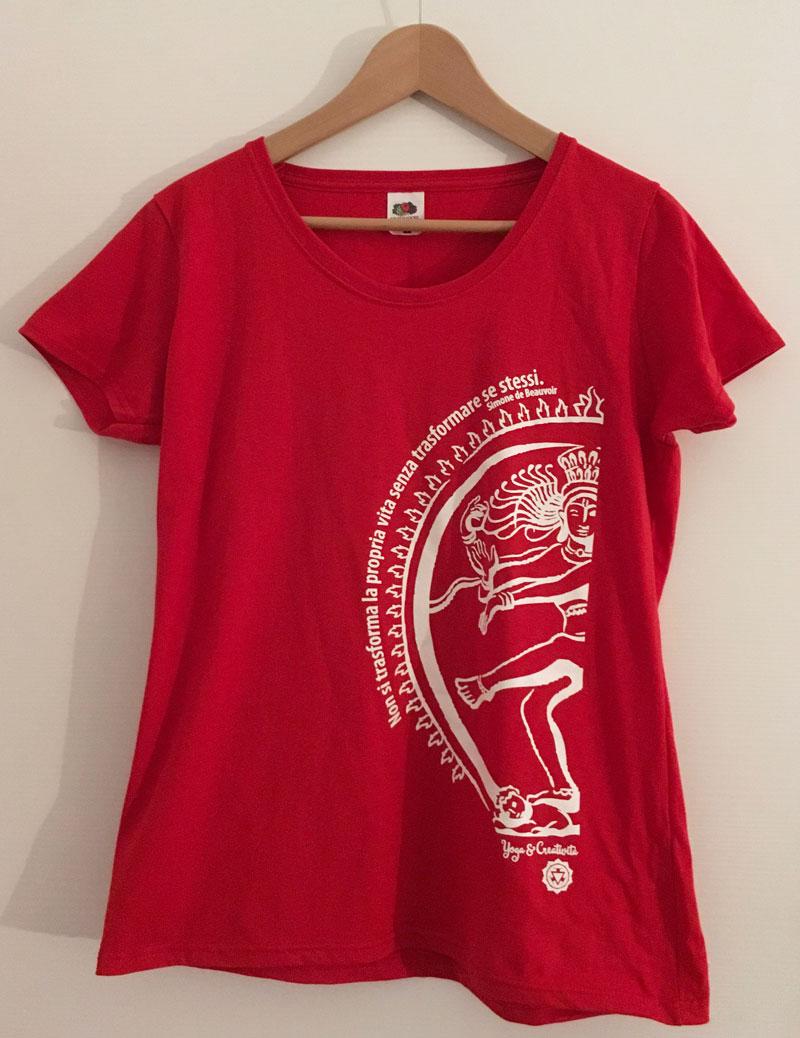 una t-shirt per lo yoga