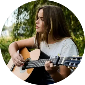 online piano lessons, online music lessons, online guitar lessons, girl playing a guitar