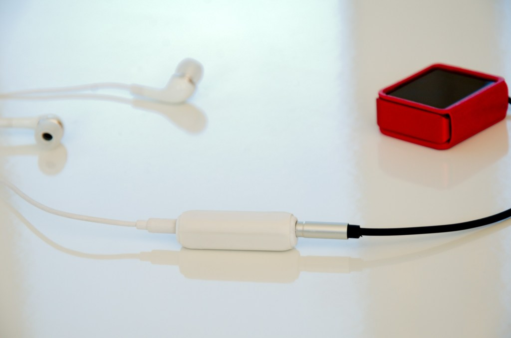 White The Bard's Headspace with Shanling M0 and Earbuds.