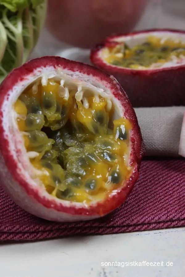 Rhabarbercreme mit Passionsfrucht Dessert zu Ostern