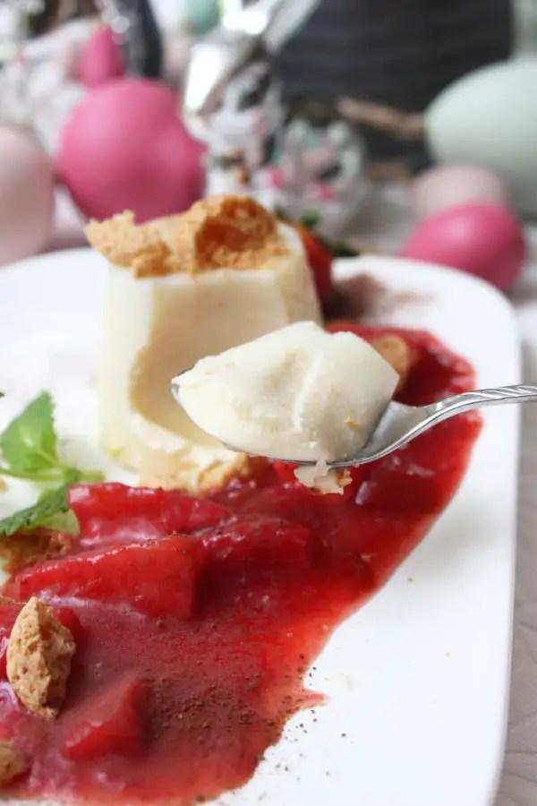 Eierlikör-Pannacotta mit einer Erdbeer-Rhabarber-Soße Rezept