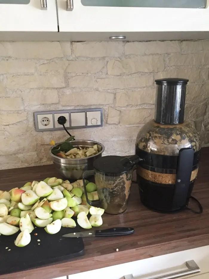Wie ihr haltbaren Apfelsaft selbst machen könnt