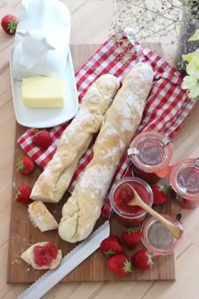 Erdbeermarmelade & Französisches Baguette